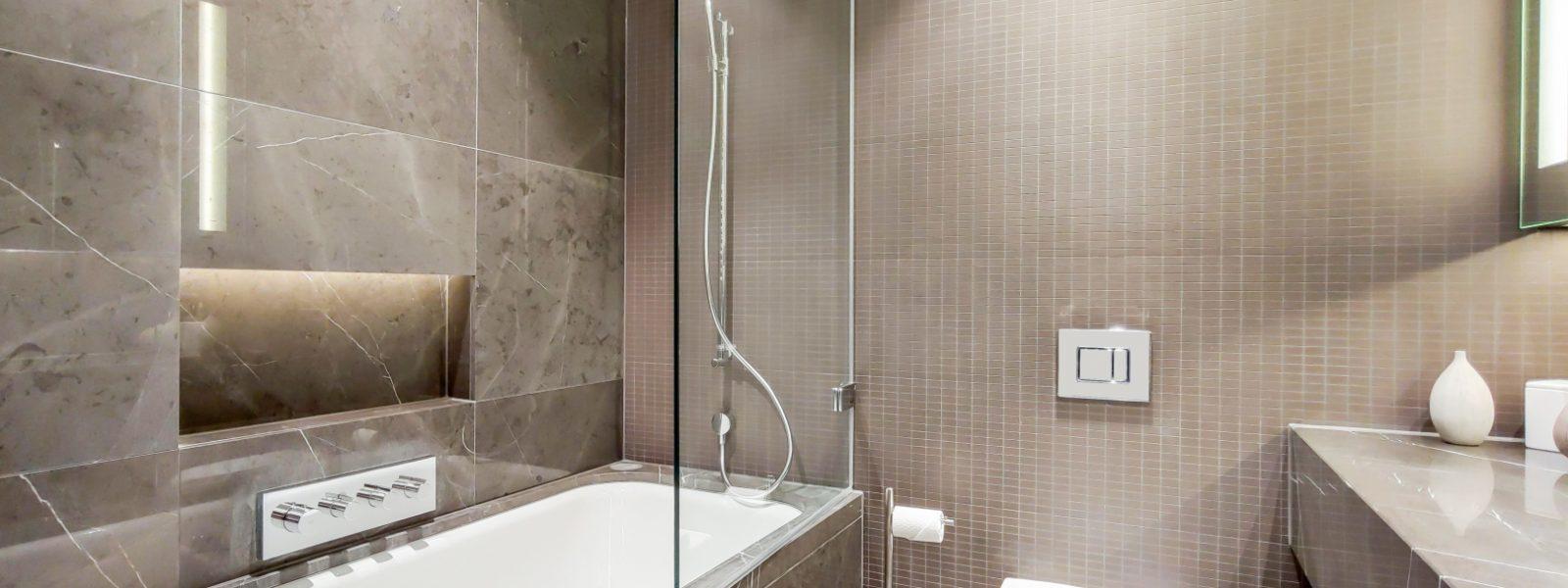 11_Bathroom-0