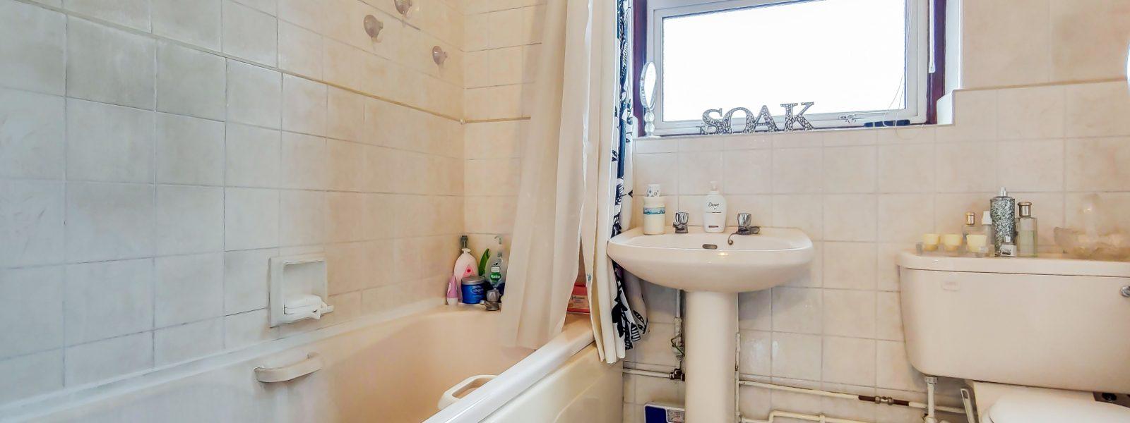12_Bathroom-0