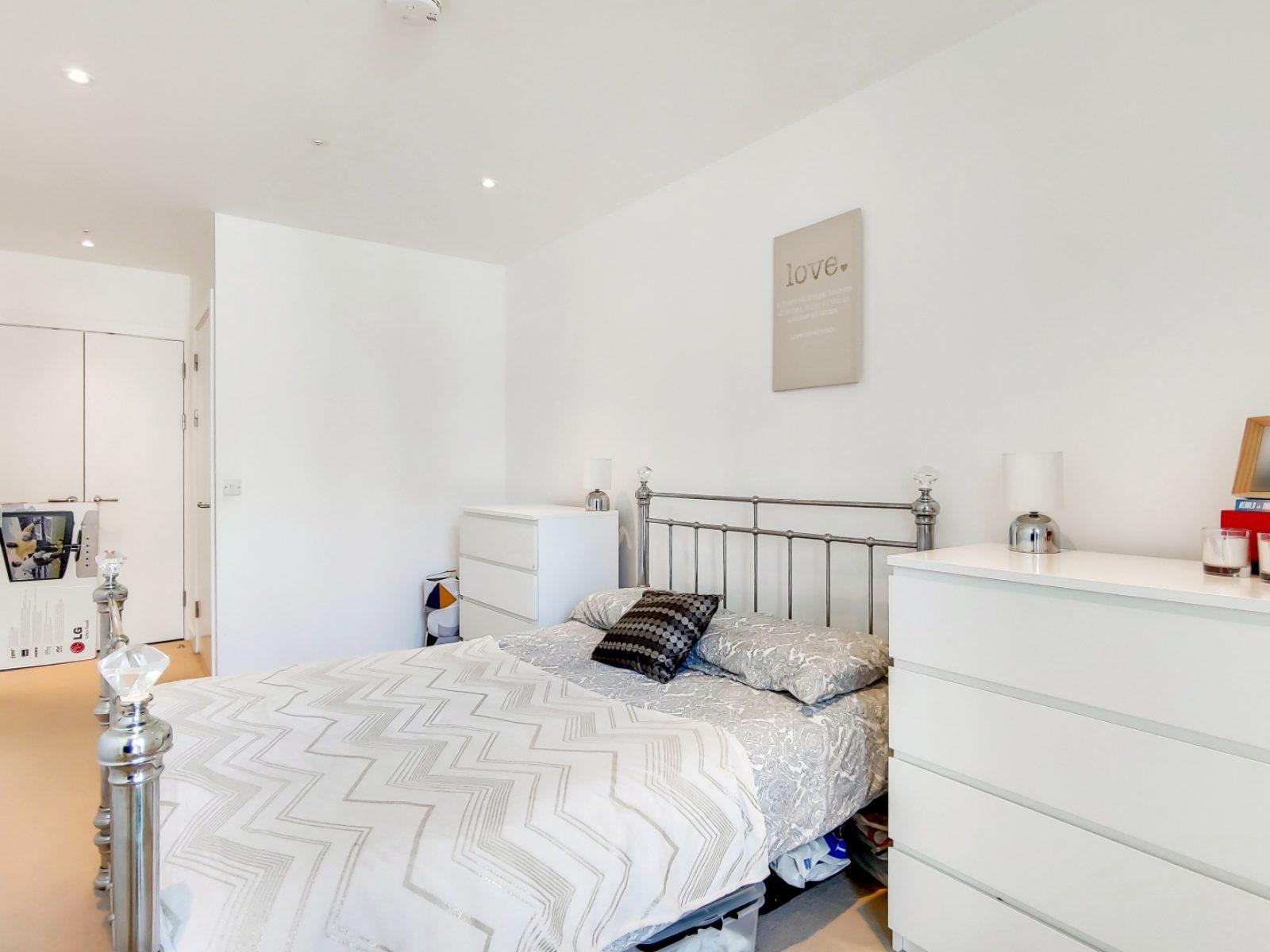 4_Main Bedroom-0