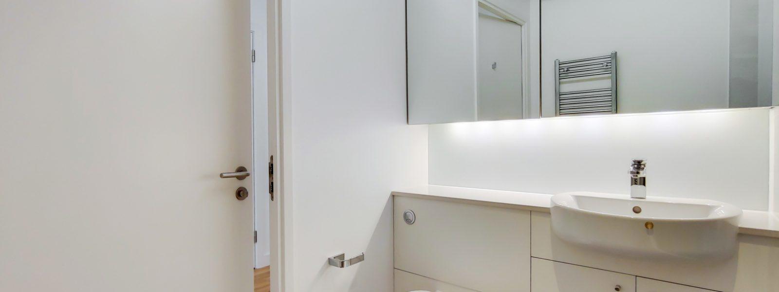 6_Bathroom-0
