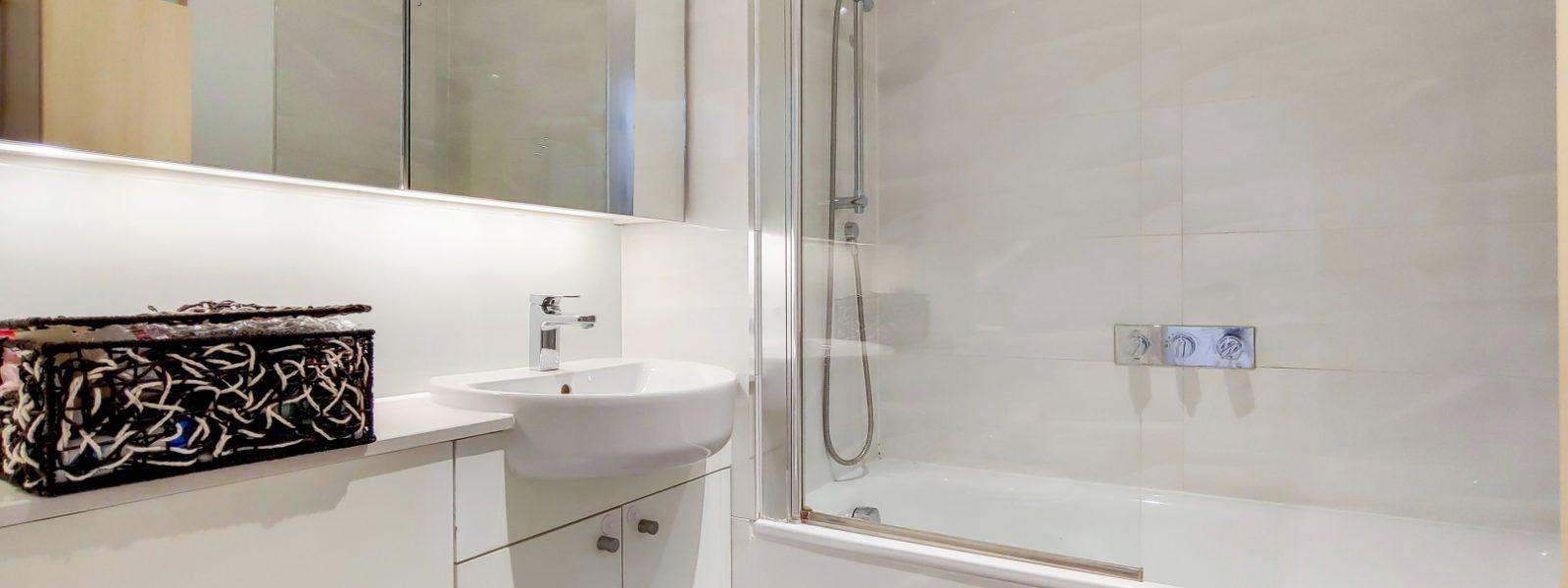 7_Bathroom-1