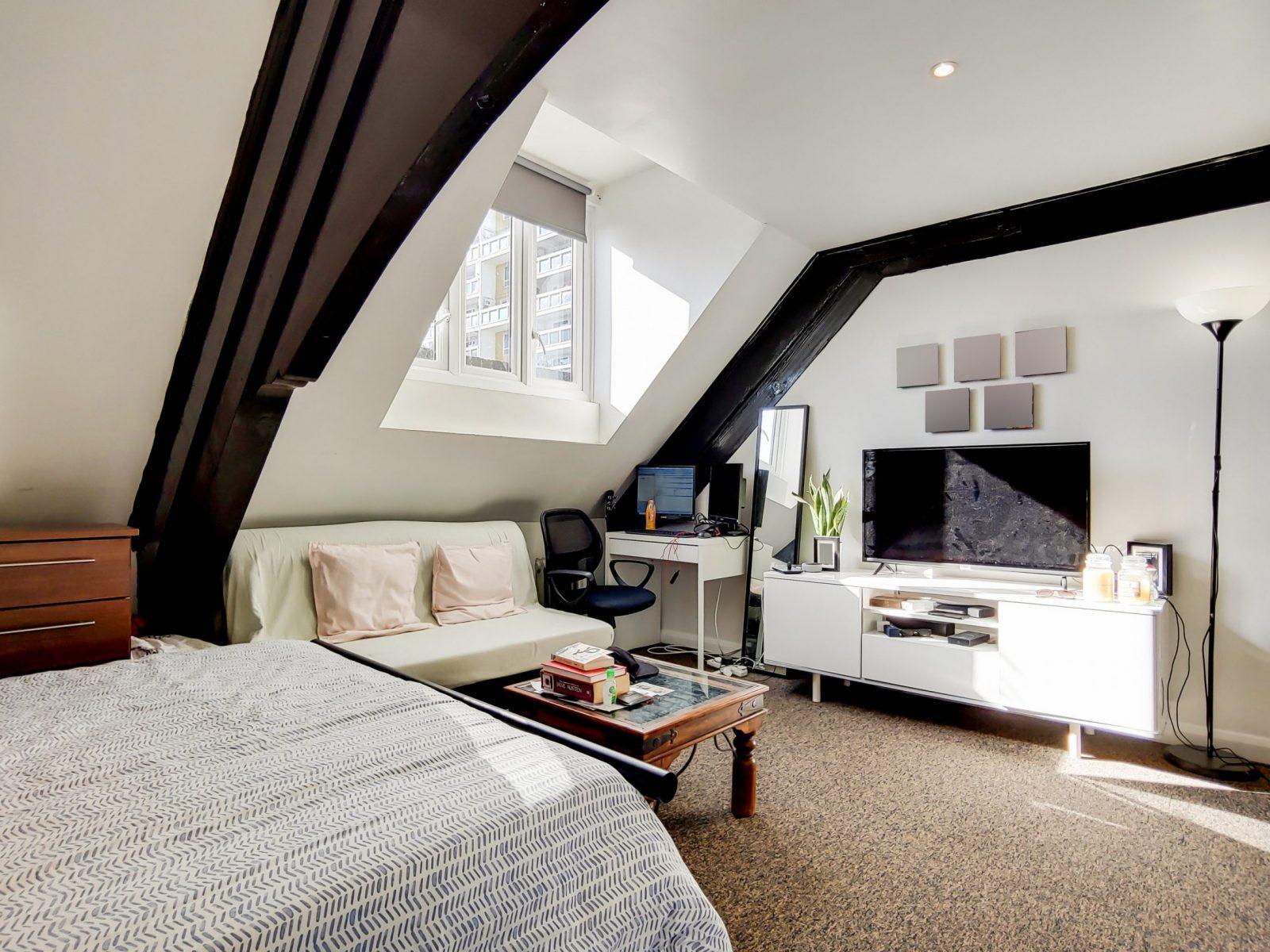 7_Main Bedroom-0