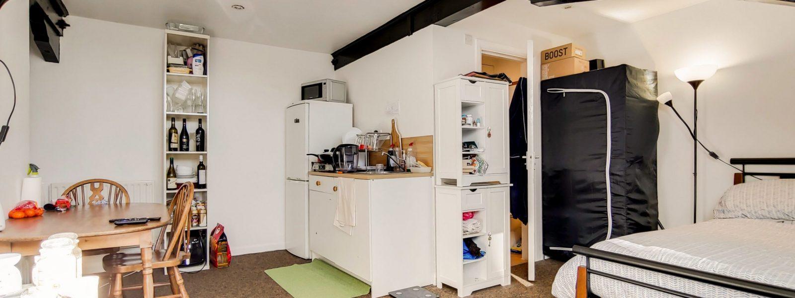 7_Main Bedroom-1